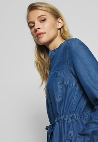 Marc O'Polo DENIM - DRESS FEMININE PATCHED POCKET - Vestito di jeans - february blue dress - 3