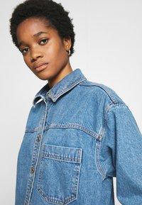 Topshop - LONG LINE SHACKET - Denimové šaty - blue denim - 5