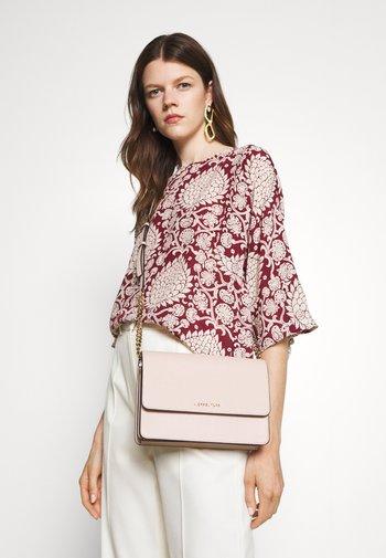 DANIELA GUSSET CROSSBODY - Across body bag - soft pink
