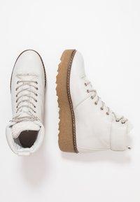 Shoe The Bear - BEX - Enkellaarsjes met plateauzool - white - 1