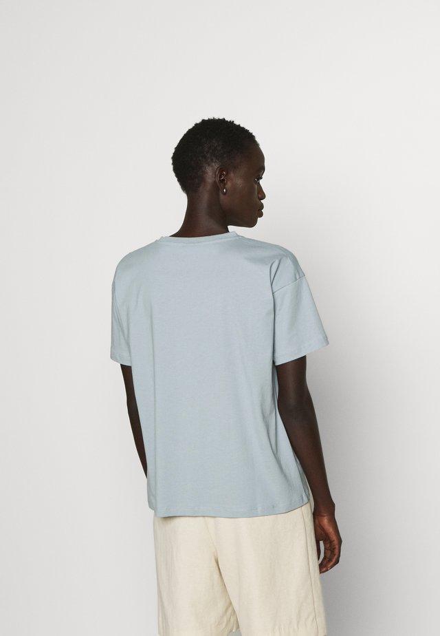 MAIN CONTRAST - T-shirt basic - dusty blue