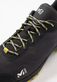 Millet - HIKE UP - Hiking shoes - tarmac - 5