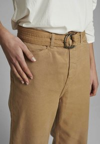 Nümph - NUCASSAVA  - Trousers - tannin - 2