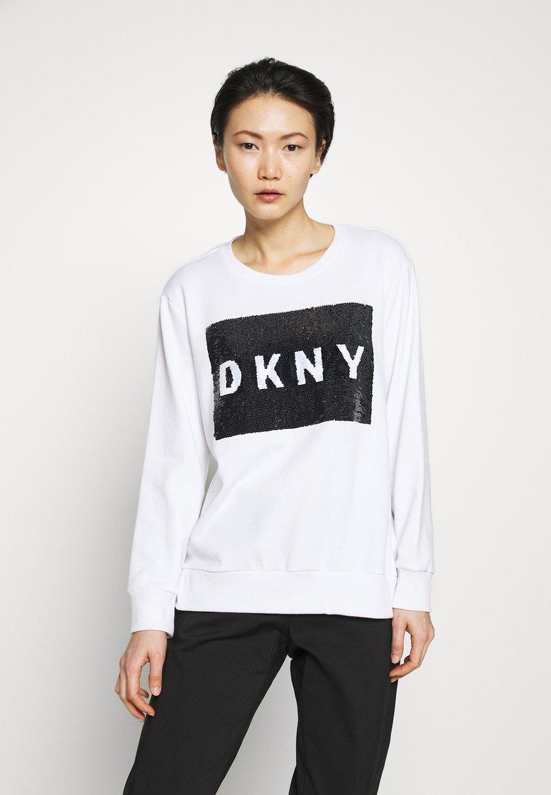 DKNY - EVERYDAY SEQUIN LOGO - Sweatshirts - white/black