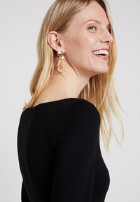 Zalando Essentials - Long sleeved top - black - 3