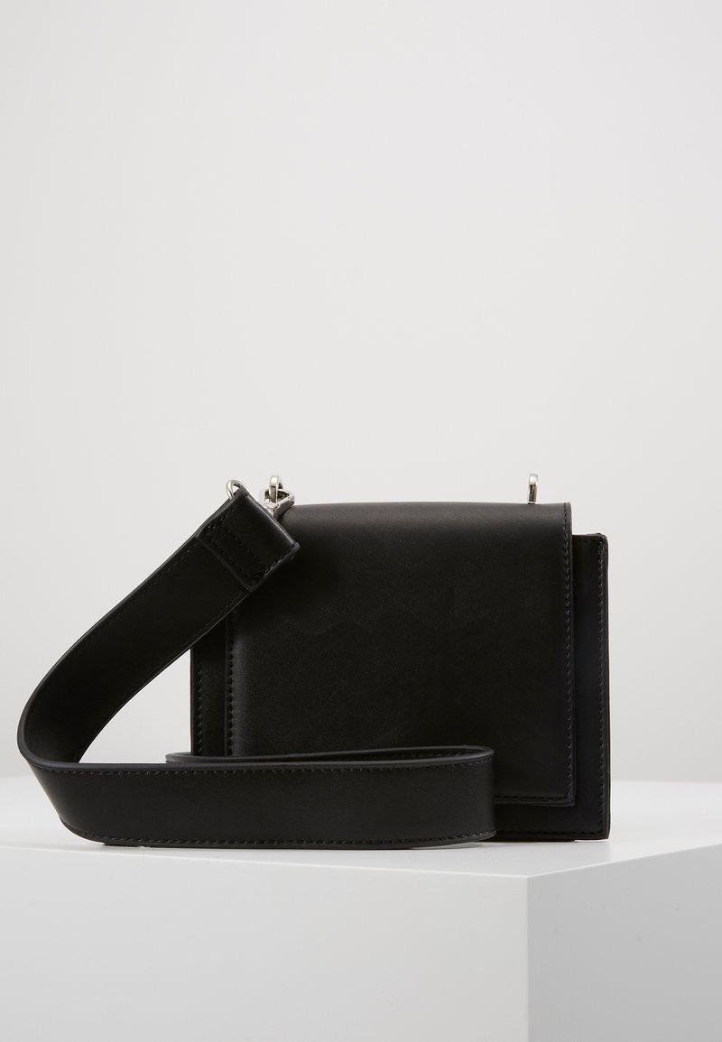 Pieces - PCMONANA CROSS BODY - Across body bag - black/silver