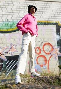 adidas Originals - FALCON 2000 - Sneakersy niskie - solar yellow/raw white - 3
