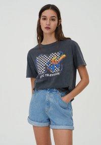 PULL&BEAR - T-shirt med print - mottled dark grey - 0