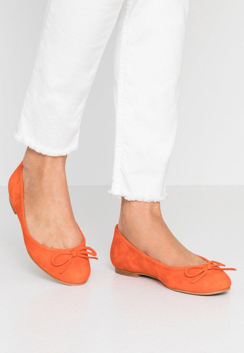 Brenda Zaro Wide Fit - WIDE FIT CARLA - Ballet pumps - naranja tostado
