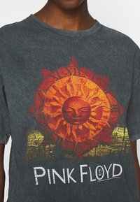 Topshop - PINK FLOYD TEE - T-Shirt print - black - 5