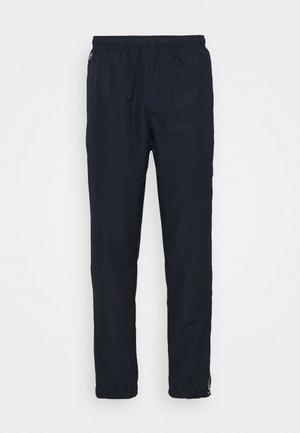 TENNIS PANT TAPERED - Verryttelyhousut - navy blue/white