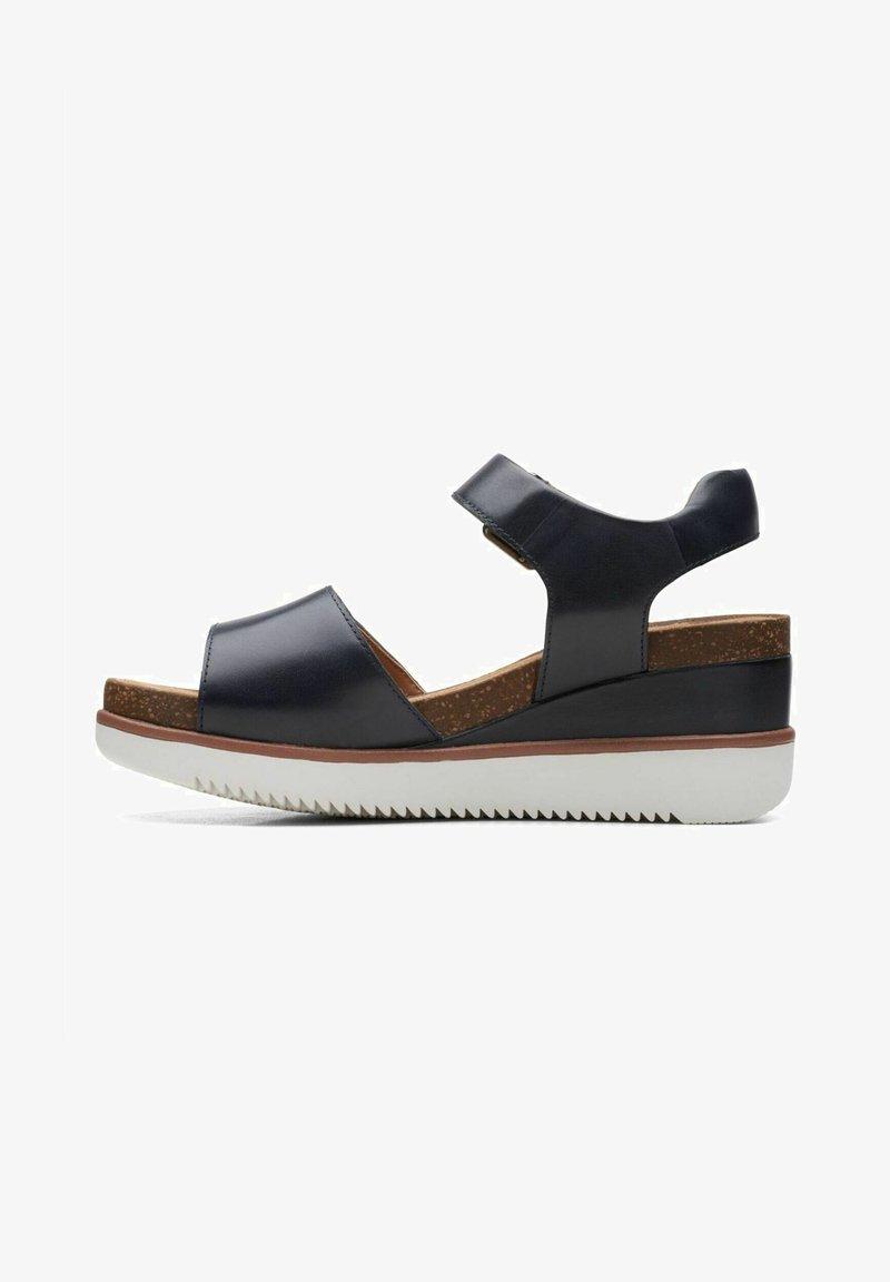 Clarks Unstructured - LIZBY STRAP - Sandalias con plataforma - navy leather