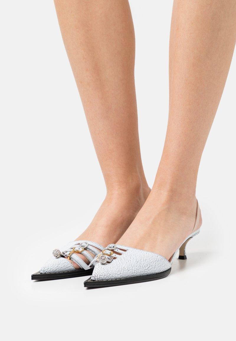 N°21 - SLINGBACK - Classic heels - white