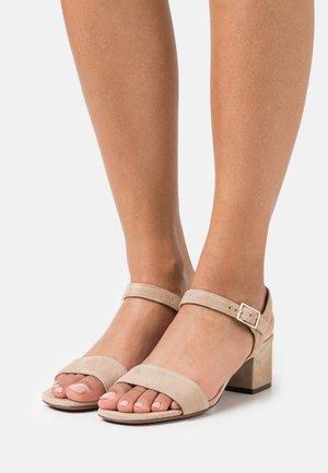 MID HEEL - Sandaler - beige