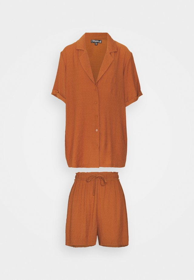 PLUNGE SHIRT AND DRAWSTRING PAPERBAG SHORTS SET - Shorts - rust