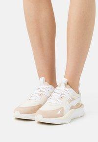 Puma - CURVE TONES  - Sneakers laag - marshmallow/shifting sand/eggnog - 0