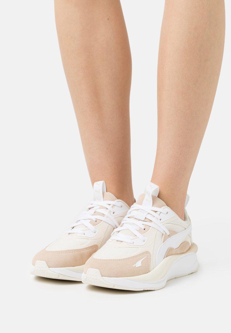 Puma - CURVE TONES  - Sneakers laag - marshmallow/shifting sand/eggnog