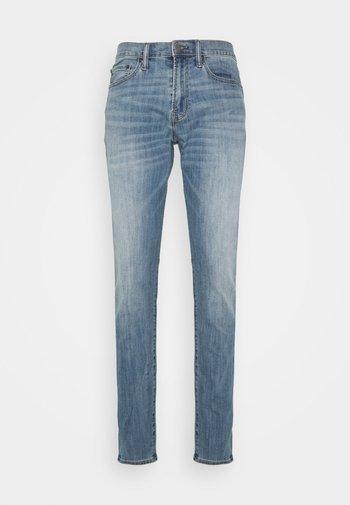 SOFT ASPEN - Jeans Tapered Fit - medium wash
