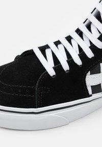 Vans - UA SK8-HI UNISEX - Høye joggesko - black/true white - 5