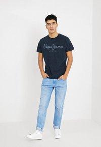 Pepe Jeans - ESSENTIAL TEE - Print T-shirt - 561indigo - 1