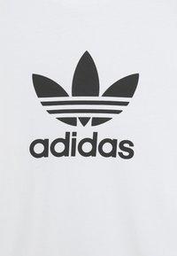 adidas Originals - TREFOIL UNISEX - T-shirt med print - white/black - 6