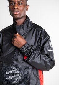 Nike Performance - Windbreaker - black/university red/chile red - 3
