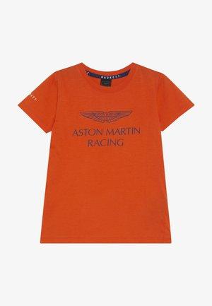 ASTON MARTIN RACING WINGS - Print T-shirt - orange