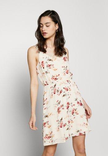 ONLKARMEN DRESS - Kjole - creme brûlée/rose