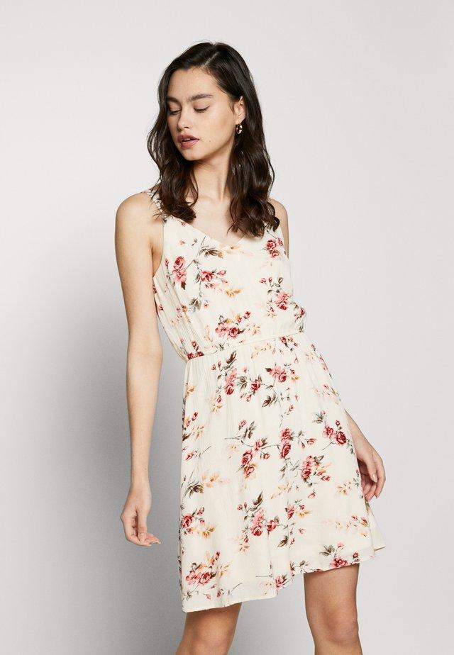 ONLKARMEN DRESS - Sukienka letnia - creme brûlée/rose