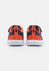 Nike Performance - REVOLUTION 5 UNISEX - Zapatillas de running neutras - midnight navy/white/orange - 2