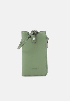 MOSS - Taška spříčným popruhem - matcha green