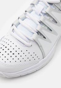 Nike Performance - WOMENS VAPOR COURT SHOE - Multicourt tennis shoes - white/light bone/pure platinum - 5