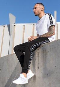 Kappa - FASTER II - Chaussures d'entraînement et de fitness - white/light grey - 1