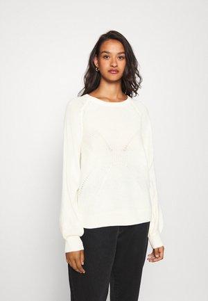 VIOA  - Pullover - white alyssum
