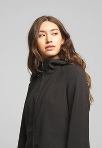 Vero Moda - VMDORITUPTOWN JACKET  - Classic coat - black - 4