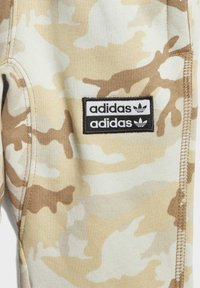 adidas Originals - R.Y.V. CAMOUFLAGE HOODIE SET - Sweatjacke - brown - 6