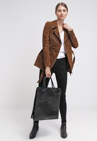 Freaky Nation - MODERN TIMES - Leather jacket - camel - 1