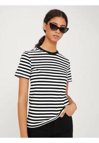 EDITED - LEILA - Print T-shirt - offwhite - 0