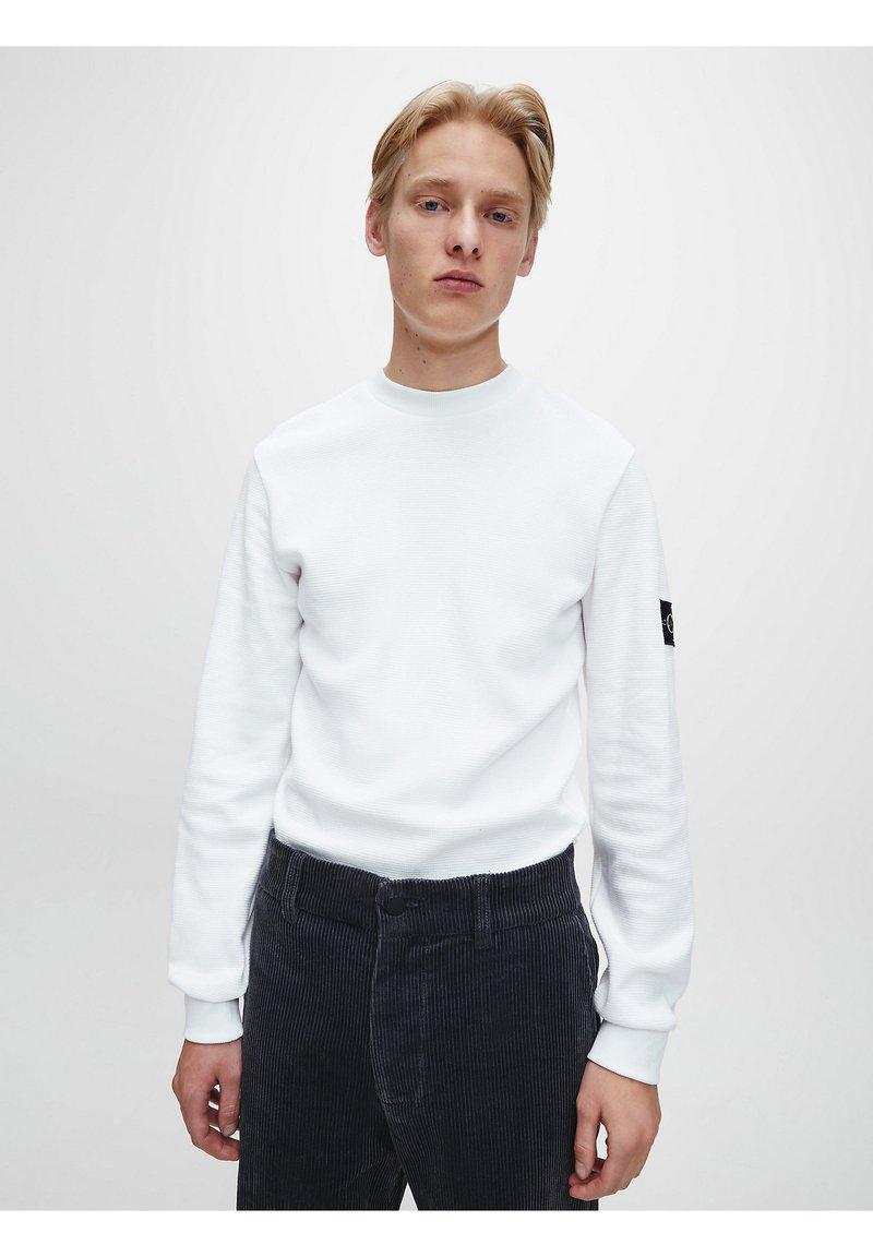 Calvin Klein Jeans - SLIM  - Maglietta a manica lunga - bright white