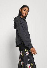 Nike Sportswear - Sudadera con cremallera - black/white - 4
