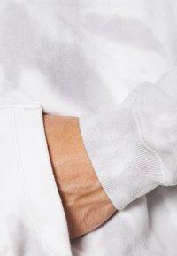 GAP - TIE DYE HOOD - Sweatshirt - grey - 5
