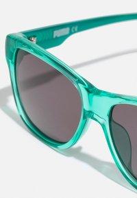 Puma - SUNGLASS KID  - Sluneční brýle - green black/smoke - 2