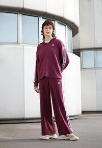 adidas Originals - TEE - T-shirt - bas - victory crimson - 1