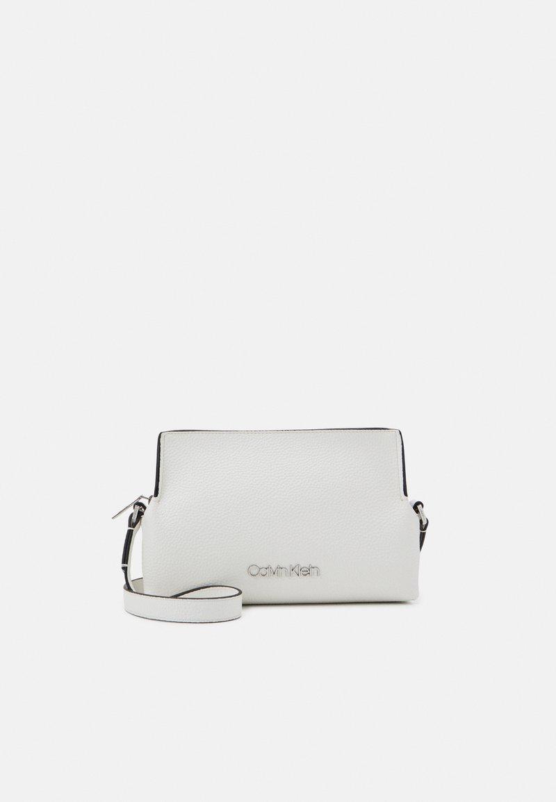 Calvin Klein - CROSSBODY - Sac bandoulière - white
