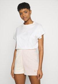 Nike Sportswear - TREND - Shorts - pearl white/particle beige - 3