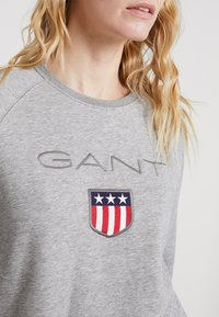 GANT - SHIELD LOGO C NECK - Sweatshirt - grey melange - 5