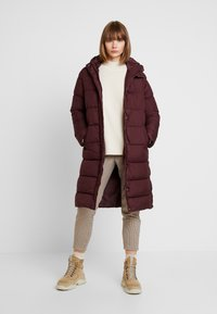 ONLY - ONLCAMMIE LONG QUILTED COAT - Płaszcz zimowy - port royale - 1