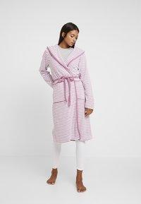 TOM TAILOR - STRIPE BATHROBE - Dressing gown - mauve - 0