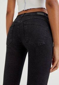 PULL&BEAR - PUSH UP - Jeans Skinny Fit - black - 7