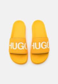 HUGO - MATCH - Sandalias planas - dark yellow - 3